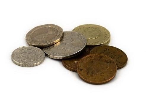 Ücretsiz eft yapan bankalar, stratejileri gereği bazı gelirlerinden fedakarlık ederek uzun vadeli müşteri kazanmak için örneğin ücretsiz eft saatleri düzenleyebilirler veya hiç almayabilirler.
