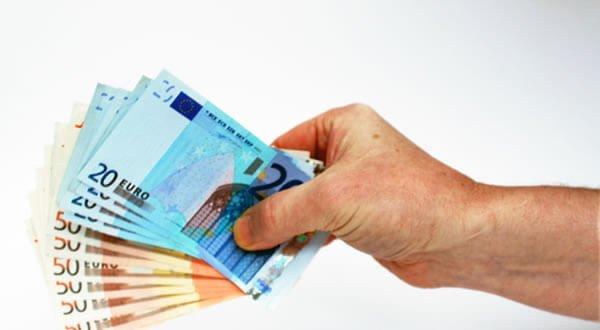Kredi Kullanım Şartı Olarak Yaş Sınırı Önemli Mi?